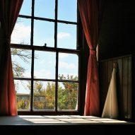 Jak za pomocą aranżacji okiennej odmienić stylizację wnętrza?