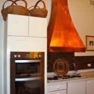 Jak dobrze zorganizować powierzchnię roboczą w kuchni?