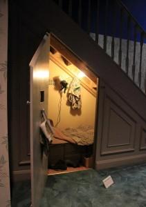 skrytka-za-schodami